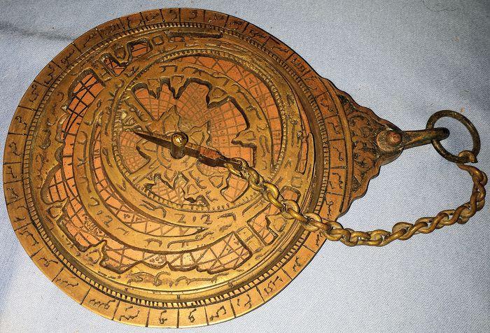 Ο αστρολάβος είναι ένα ιστορικό αστρονομικό όργανο το οποίο χρησιμοποιούσαν οι ναυτικοί και οι αστρονόμοι για την ναυσιπλοΐα και την παρατήρηση του Ήλιου και των αστεριών από τον 3ο αιώνα π.Χ. μέχρι τον 18ο αιώνα μ.Χ.